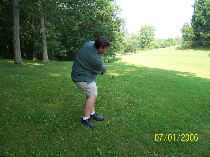 117_kurncz_recovers_from_poor_tee_ball_on_9_(pic1)_070106