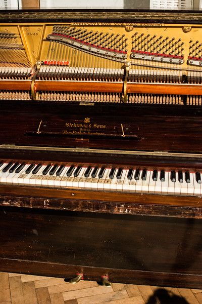 Deliberately out of tune piano used by Mrs Mills and John Lennon