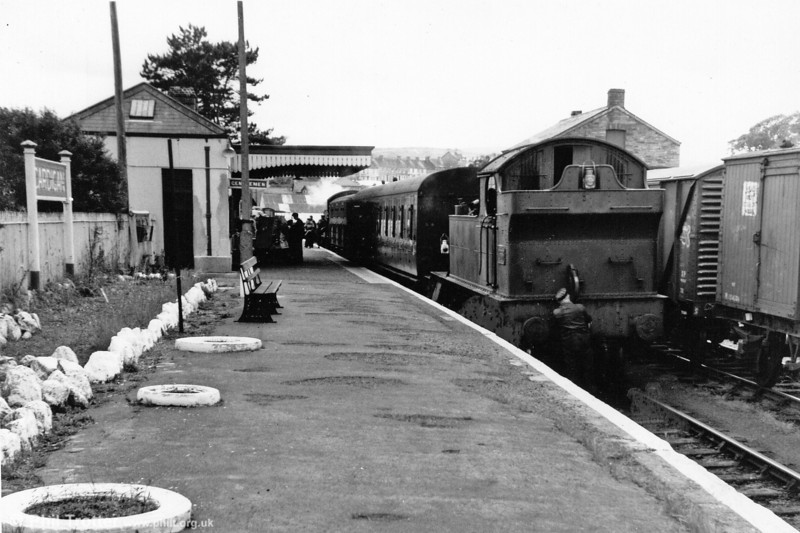 A footplateman connects the vacuum pipe of a 45XX 2-6-2T at Cardignan, before departure for Whitland. Note that a second locomotive (5550) is at the other end of this train.