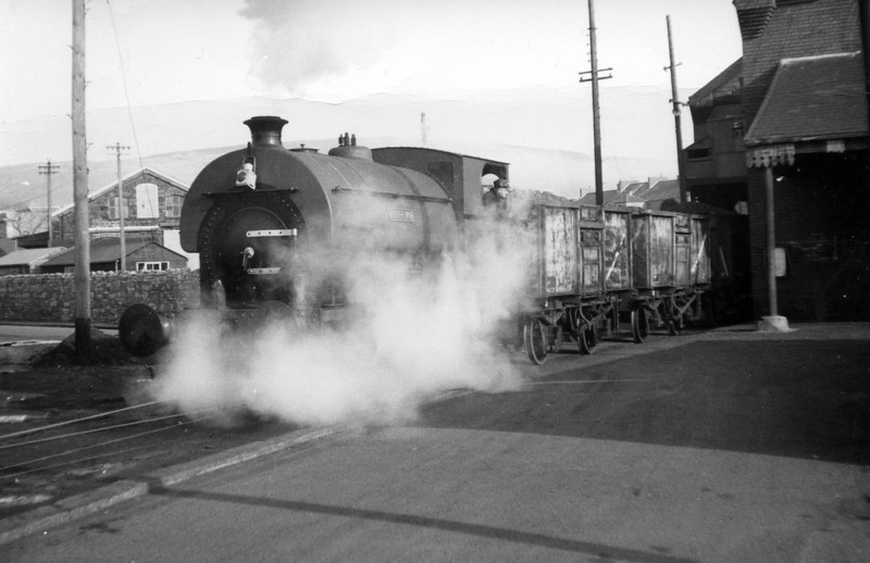 BR hire-in Peckett 0-4-0ST (2005/1941) 'ROF7 No.6' at the western end of the Coast Lines warehouse, South Dock Swansea.<br /> Photo: Brian Owen