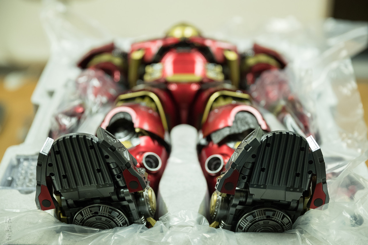 IMAGE: https://photos.smugmug.com/Misc/Collectibles/Ironman-Hulkbuster/i-dV4w5LG/0/1cb4ae05/X2/20171129-Canon%20EOS-1D%20X%20Mark%20II-1DX22938-X2.jpg