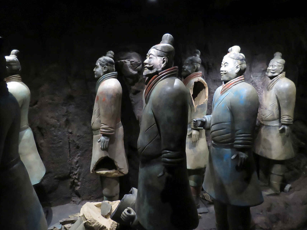 models showing how the terracotta warriors decayed as the years passed