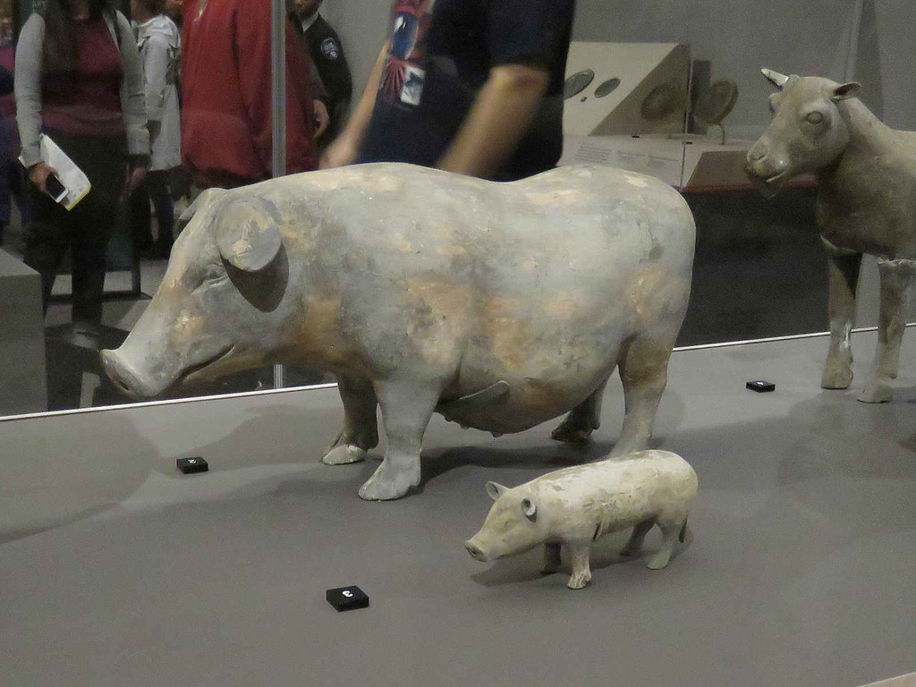 pottery sow and piglet from the Han dynasty