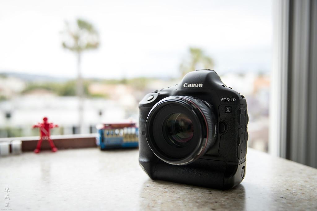 IMAGE: https://photos.smugmug.com/Misc/For-sale/i-R6W9X68/0/XL/20160505-Canon%20EOS-1D%20X%20Mark%20II-1DX20001-XL.jpg