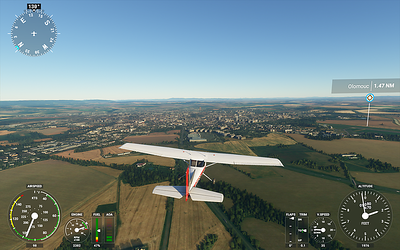 Pohled na Olomouc nad dálnicí na Mohelnici, hned před letadlem areál Globusu.