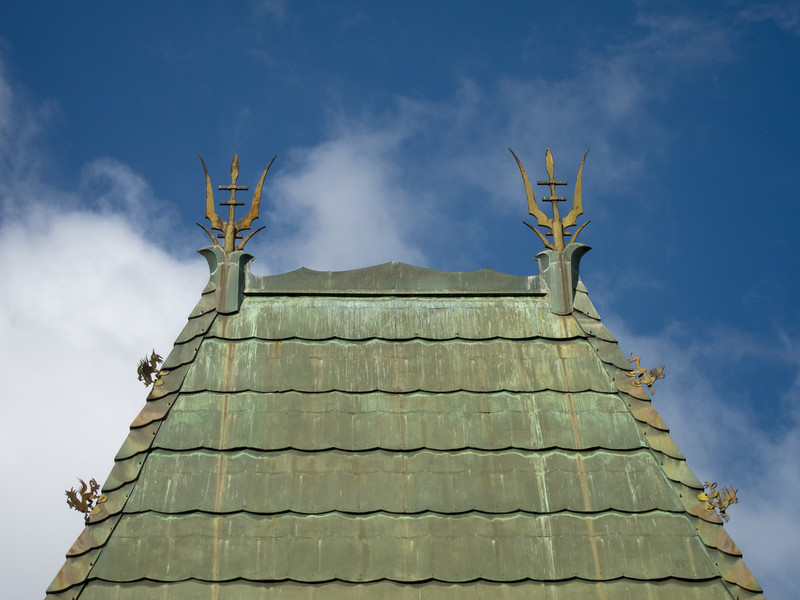 """<span id=""""title"""">Grauman's Roof</span> <em>Hollywood / Highland</em> The roof of Grauman's Chinese Theater."""