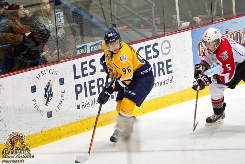 Нападающий команды Cataractes de Shawinigan Илья Зиновьев рассказал в интервью 74hockey.ru об игре в канадской молодежной лиге