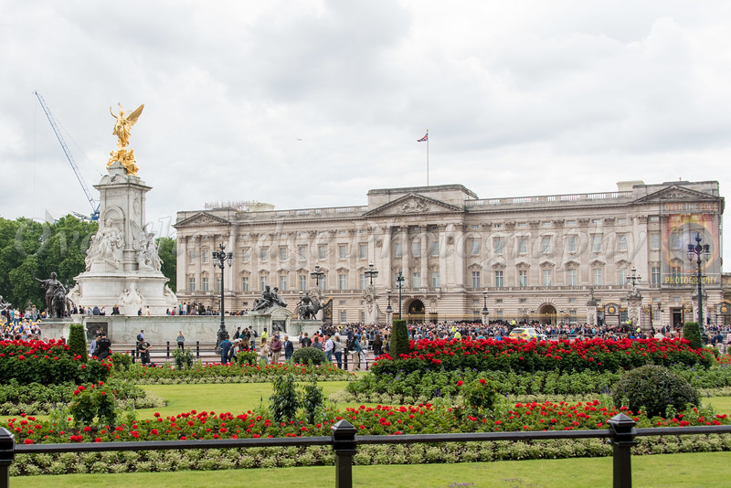 Victoria Memorial with Buckingham Palace