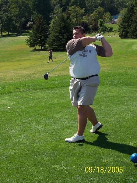 huge_golfer_with_great_swing