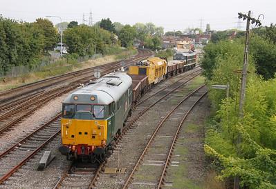 31452 Totton Yard 29/09/13 preparing to pull forward having remarshaled the train