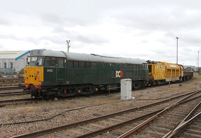 31452 Eastleigh 15/09/13 with railvac and 31190 on the rear