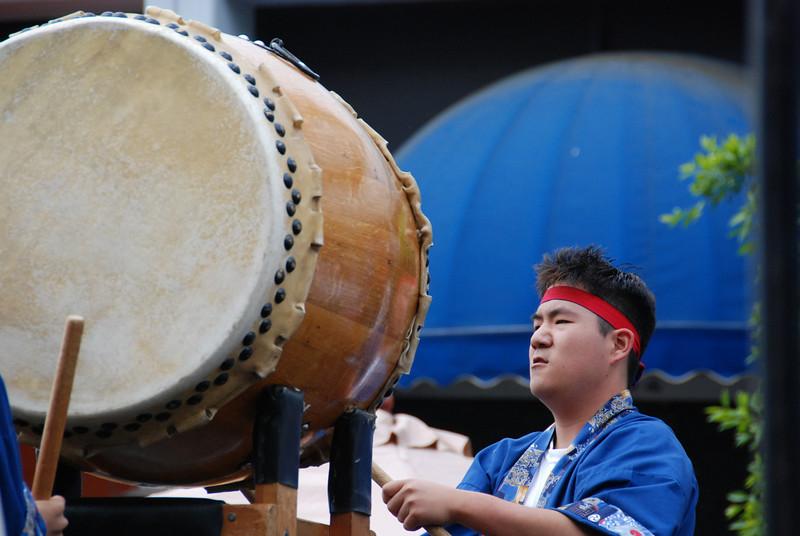 Guy playing the big taiko drum