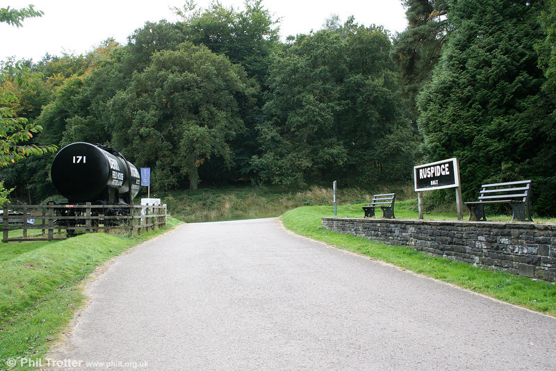 A further view of Ruspidge Halt, looking towards Newnham on Severn on 26th September 2009.
