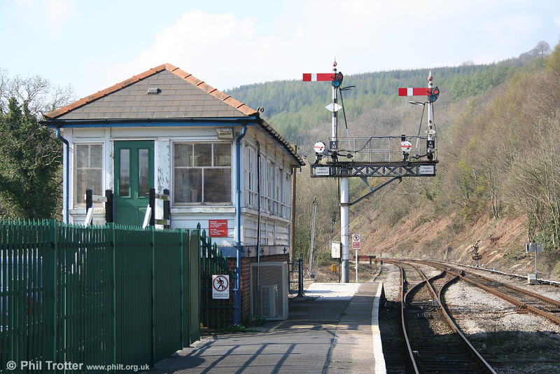 Abercynon Signal Box - which controlled the junction of the Merthyr and Aberdare lines - and semaphore signals on 9th April 2007. This scene changed dramatically when the station was upgraded in 2008 ready for an increased frequency on the Merthyr line.