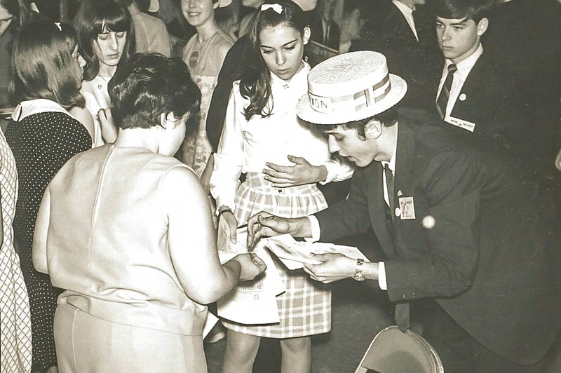 1968_05-04; mock nominating convention representing new mexico; bobbi johnson, kathy zahnle, ken johnson