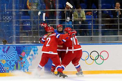 Женская сборная России по хоккею одержала третью победу подряд на Олимпийских играх в Сочи