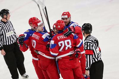 Молодёжная сборная России заняла первое место на групповом этапе чемпионата мира, который в эти дни проходит в Финляндии
