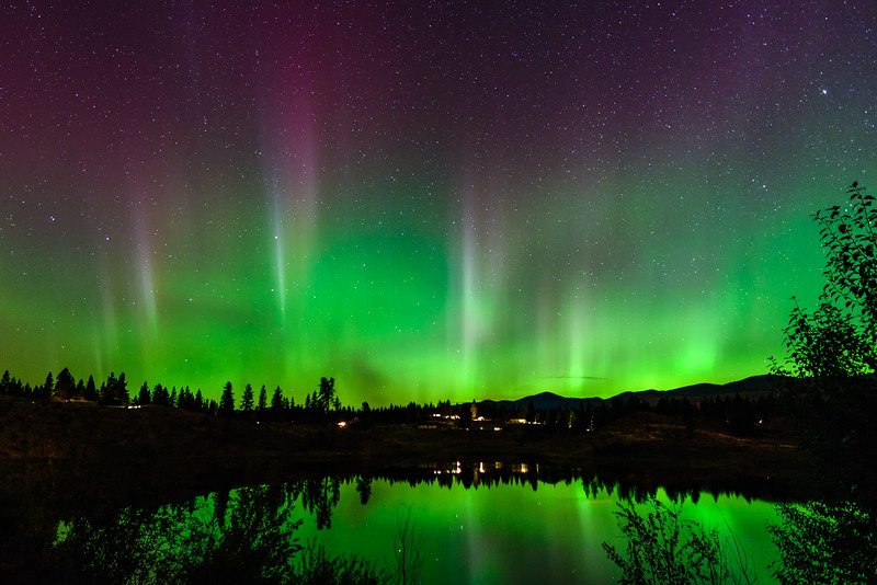 Aurora Pillars over Little Twin Lake
