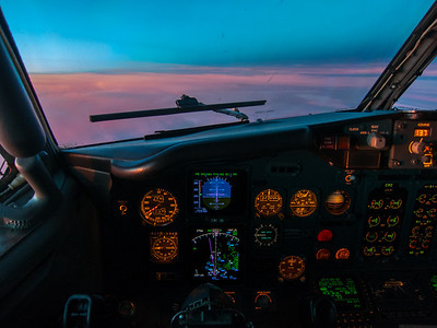 """From the cockpit of a Boeing 737-400 """"Classic"""""""