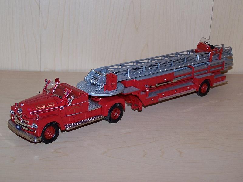 MODEL POWER PLAYART 1:48 SCAL YELLOW AMERICAN LA FRANCE FIRE ENGINE LADDER TRUCK