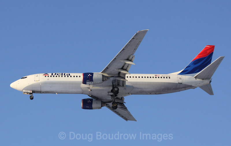 Delta 737 on final approach to Boston Logan, 1-22-09.
