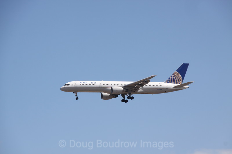 United (former Continental) 757 on final approach to Boston Logan, 7-2-12