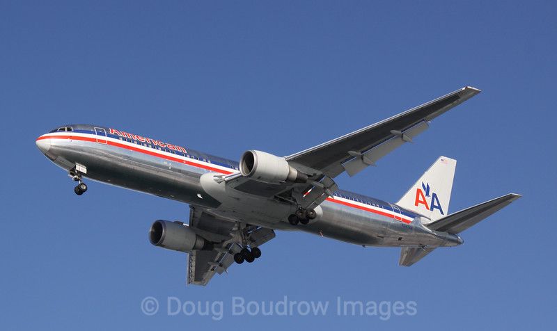 American Airlines Boeing 767 on final approach to Boston Logan, 1-16-09.