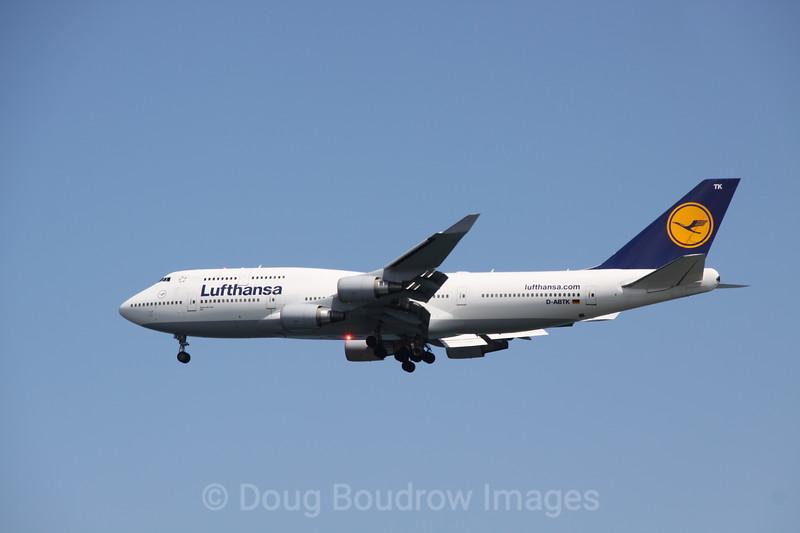 Lufthansa 747-400 on final approach to Boston Logan, 7-2-12