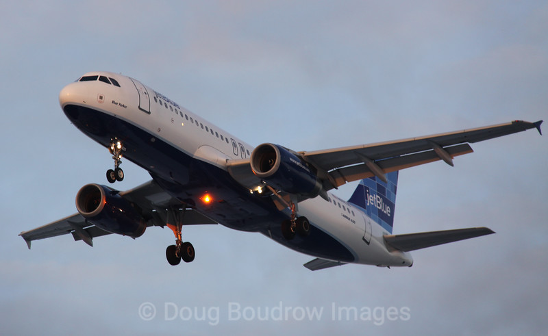 """Jet Blue Airbus A320 """"Blue Yorker"""" on final approach to Boston Logan, 1-22-09."""