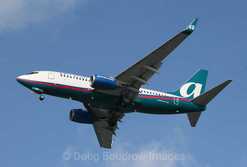 Air Tran Airways Boeing 737-700 on final approach to Boston Logan, 1-8-09.