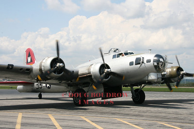 B-17 at Lawrence Municipal Airport, 8-16-08