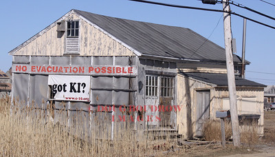 Newbury, MA (Plum Island) - Abandoned building on Plum Island Turnpike, 3-21-09