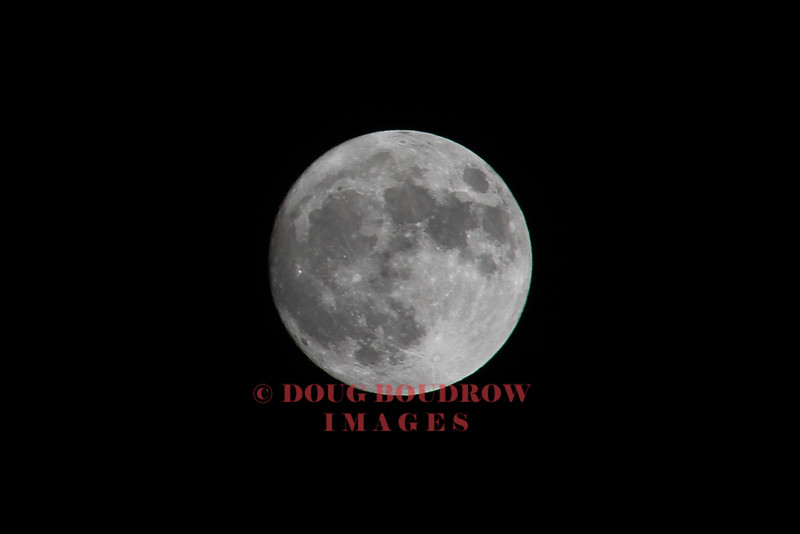 Lexington, MA - The Super Moon is seen in the sky, 11-13-16.