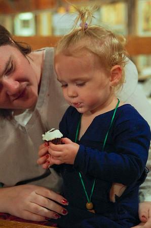 River & Tori & the cupcake