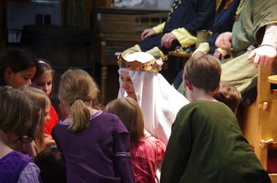 Queen gifting children