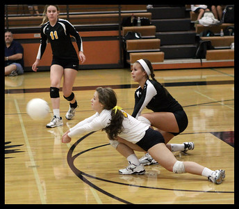 girls-volleyball---4878zcb_7985338424_o