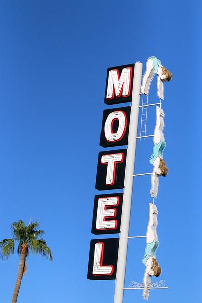 diving-lady-neon-sign---mesa-arizona---4827_26232355359_o
