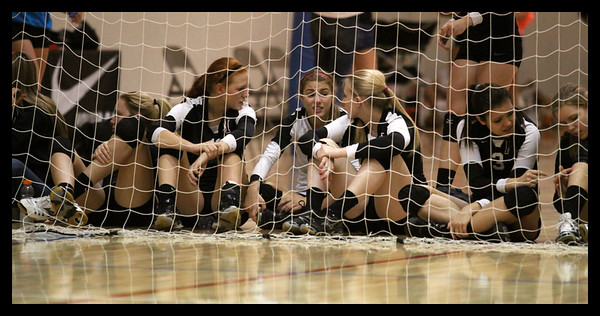 girls-volleyball---the-waiting-game---8520zcb_6275623316_o