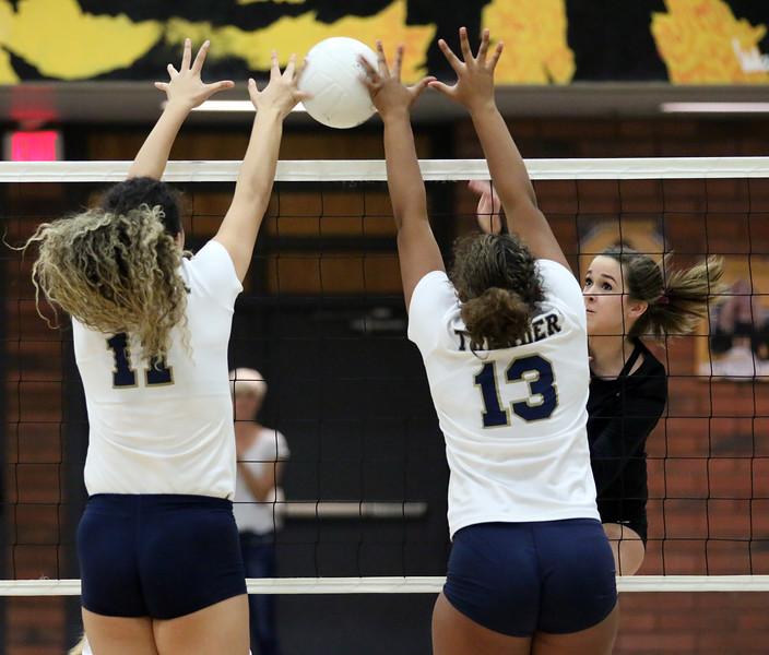 girls-high-school-volleyball---5105_37549924120_o