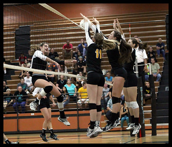 girls-volleyball---4960zcb_7985336438_o