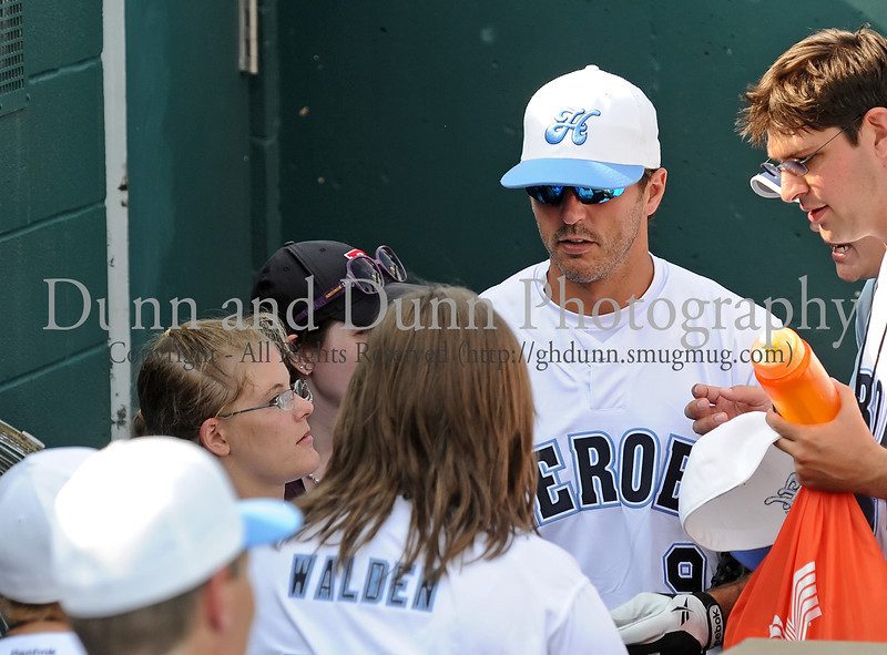 Former Dallas Star Mike Modano at the Reebok 2011 Heroes Celebrity Baseball Event