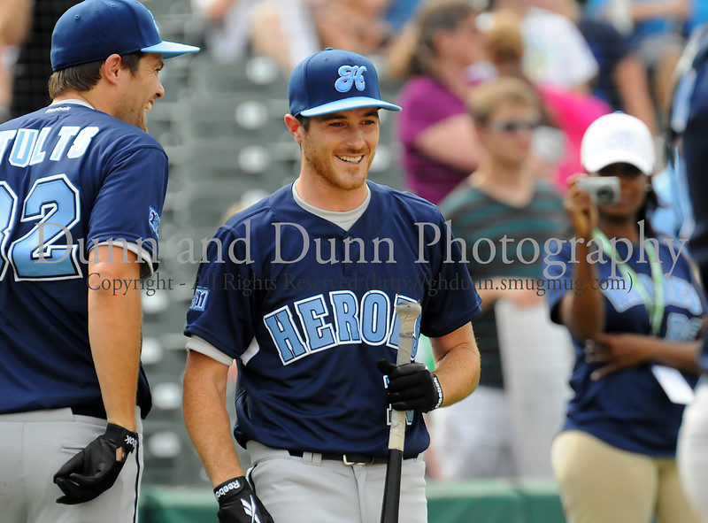 Actor Dave Annable prepares to bat at the Reebok 2011 Heroes Celebrity Baseball Event