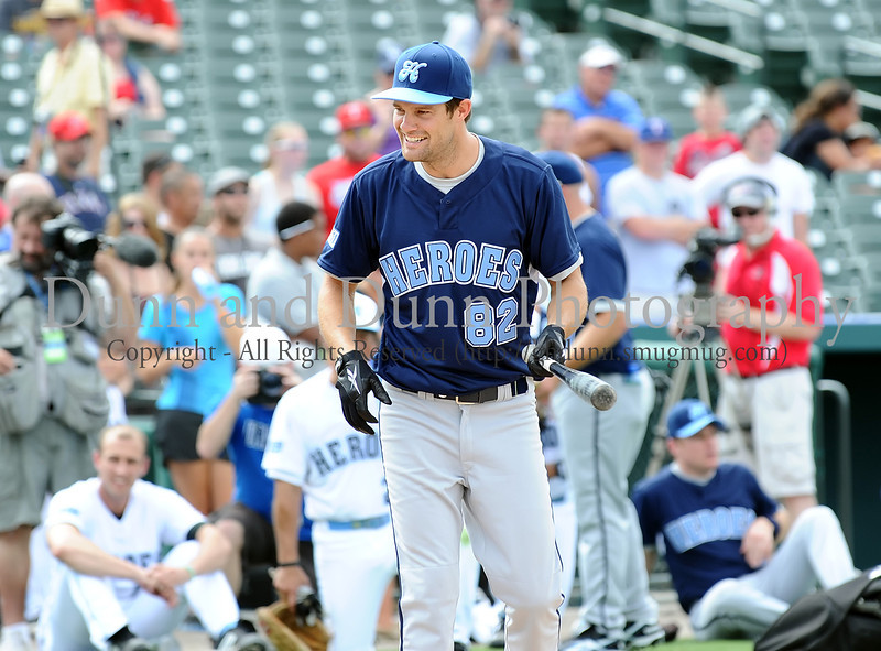 Actor Geoff Stults prepares to bat at the Reebok 2011 Heroes Celebrity Baseball Event