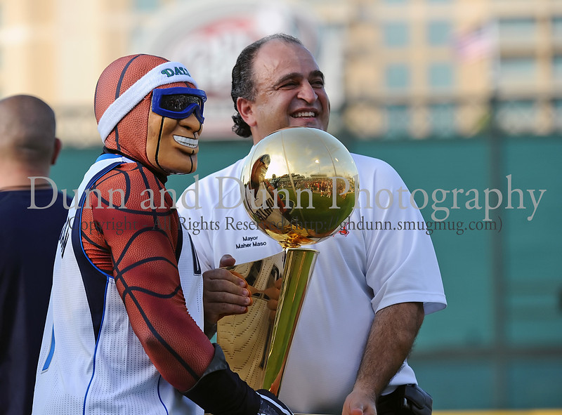 Mavs Man and Frisco Mayor Maher Maso hold the Larry O'Brien trophy at the Reebok 2011 Heroes Celebrity Baseball Event
