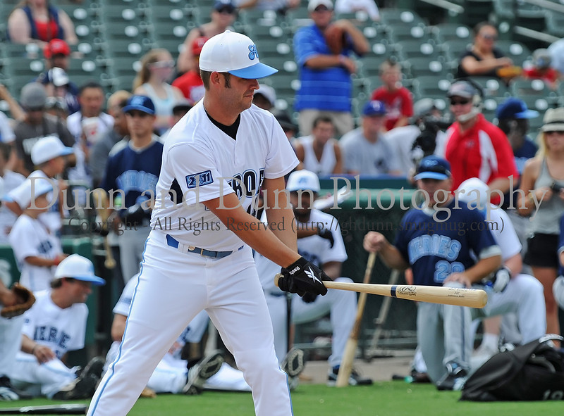 Tony Zazza bats at the Reebok 2011 Heroes Celebrity Baseball Event