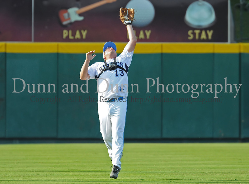 Danny Bollinger catches a fly ball at the Reebok 2011 Heroes Celebrity Baseball Event
