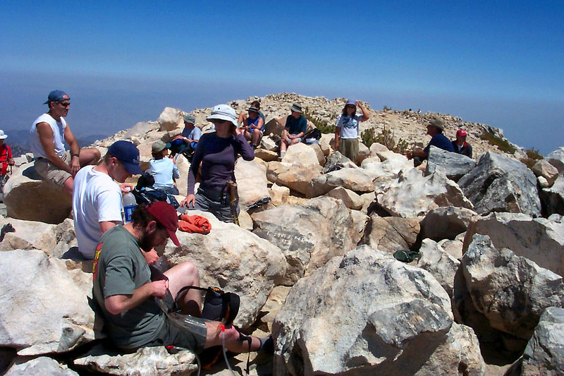 There was a lot of folks on the summit on this day.