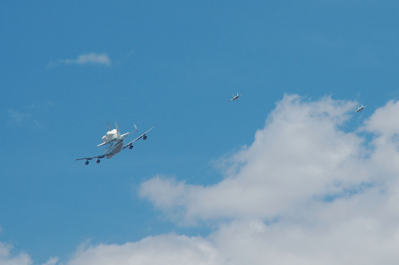 Starting to get a better view of the Shuttle.