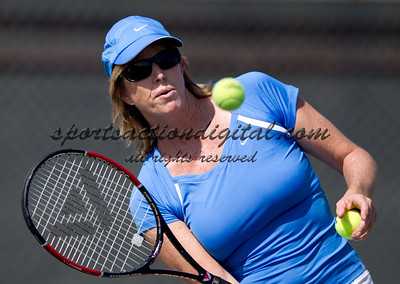 Gretchen Majors in a tennis match at Cal State Fullerton
