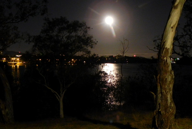23/04/2016 - Moonlight Over Lake Burley Griffin, Canberra
